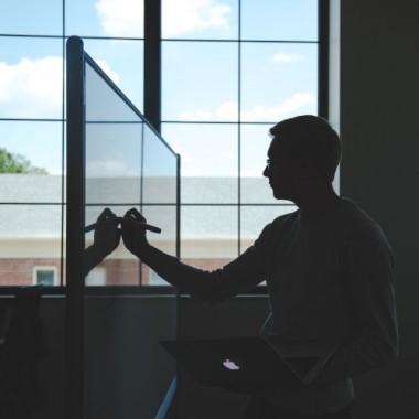 Comment un professeur choisit-il le bon écran interactif ?